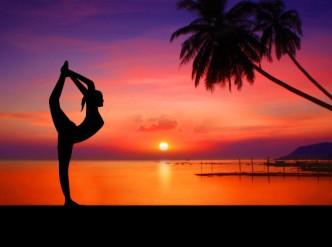 yoga_strand_palme_sonnenuntergang